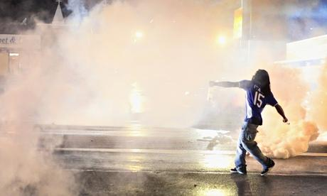 Ferguson police clash with…